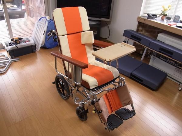 スーパー車椅子、ベッドにもなります。