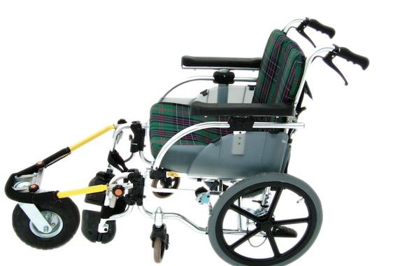 快適AQURO:雪道、砂利道もスイスイ。アウトドアも楽しめる車椅子パーツ